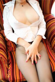 巨乳黑絲嫩模高清肥臀手捂陰部大膽人體藝術